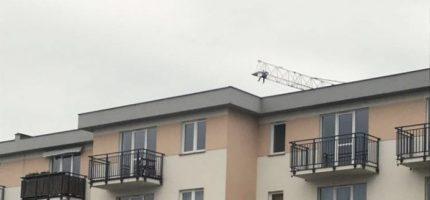 Policja ws. mężczyzny na żurawiu: Wykluczono próbę samobójczą