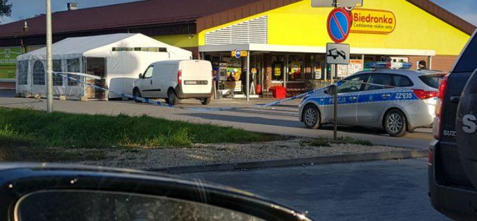 Złodzieje wyrwali bankomat na Matejki, ukradli pieniądze