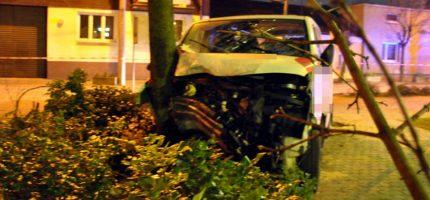 Dramatyczny pościg za skradzionym volkswagenem. Kierowca nie żyje, policjanci ranni