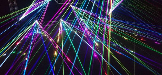 Pokaz laserowy zamiast fajerwerków w Milanówku