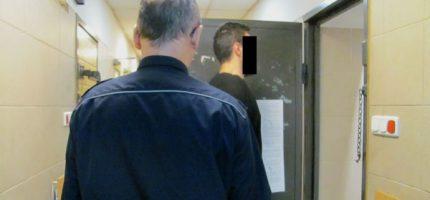 24-latek z policyjnym dozorem i zarzutem za znęcanie się nad konkubiną