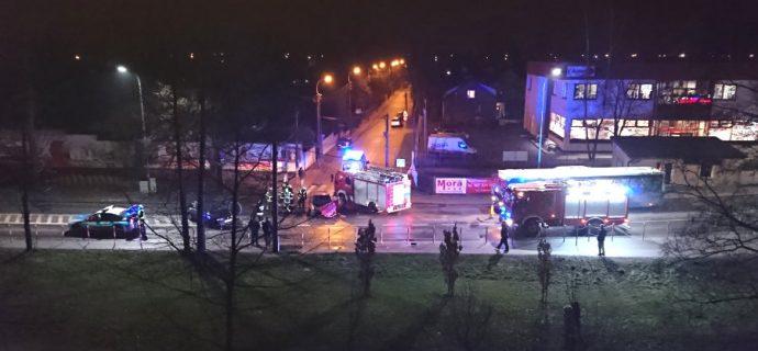 Zderzenie dwóch aut. Ul. Królewska zablokowana