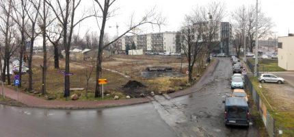 Rozmowy ws. wykupu działki po dawnym cmentarzu w toku. Wcześniej rozbiorą budynki
