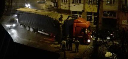 Wieczorna kolizja ciężarówki w Grodzisku? Mieszkańcy ślą zdjęcia