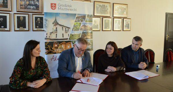 Umowa na świetlicę w Opypach podpisana. Budowa ruszy po Wielkanocy