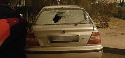 Wybite szyby w samochodach na grodziskim osiedlu. Policja szuka sprawcy