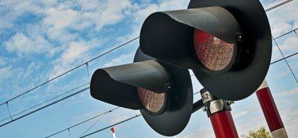 Utrudnienia na przejazdach kolejowych