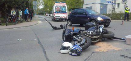 Zderzenie osobówki z motocyklem w Milanówku