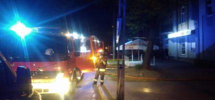 Wieczorny pożar w Milanówku, ogień objął także kawiarnię