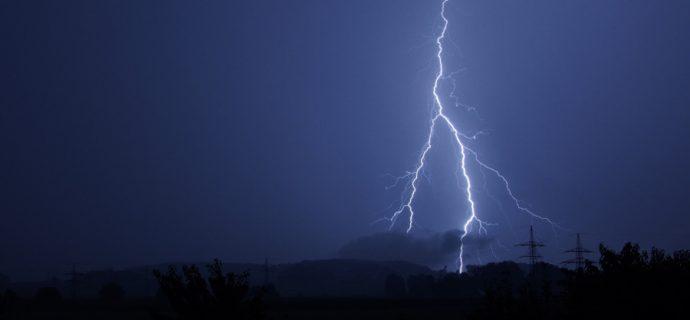 Ostrzeżenie przed burzami i porywistym wiatrem