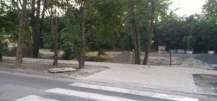 Przejście dla pieszych już nie do rowu, a na chodnik
