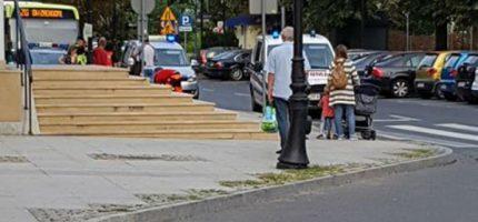 Interwencja policji i pogotowia przy grodziskim dworcu PKP