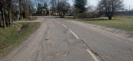 Droga powiatowa przy autostradzie do remontu