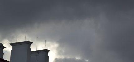 Wysoki poziom zanieczyszczenia powietrza na Mazowszu. Ostrzeżenie I stopnia