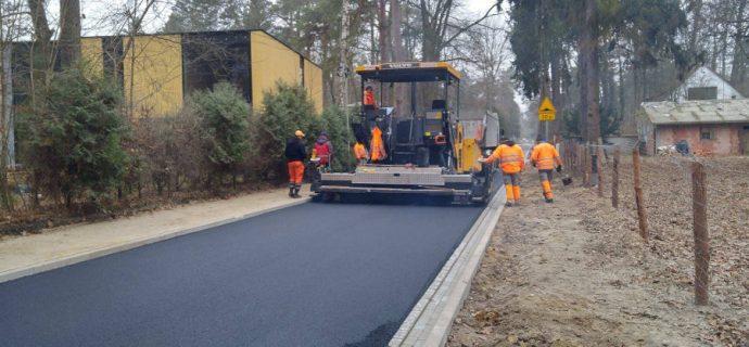 Nowy asfalt na Modrzewiowej