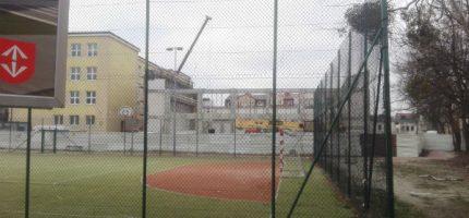 """Rośnie konstrukcja sali gimnastycznej przy grodziskiej """"Piątce"""""""