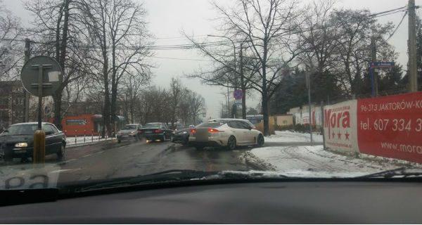 Zima zbiera żniwo. Osiem zderzeń pojazdów od rana