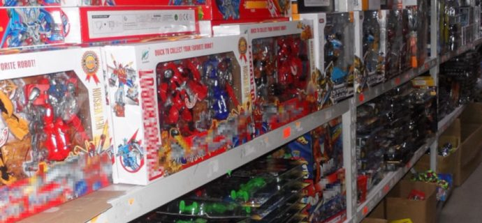 Podrabiane zabawki w 13 sklepach