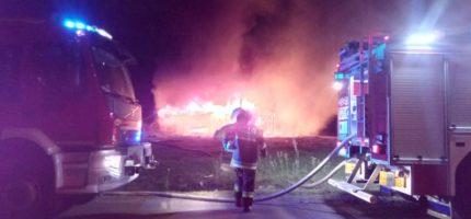 Wieczorny pożar drewnianego budynku. Spłonął doszczętnie