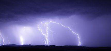 Alert RCB: Gwałtowne burze z gradem i silny wiatr
