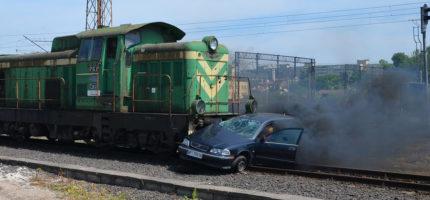 Symulacja zderzenia pociągu z samochodem. Ku przestrodze