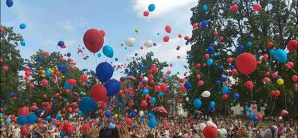 Mnóstwo balonów pofrunęło w niebo ku pamięci Dawidka