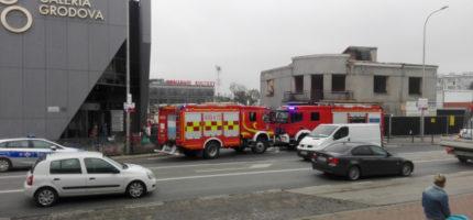 Wypadek przy rozbiórce budynku na Sienkiewicza. Jedna osoba ranna [FOTO]