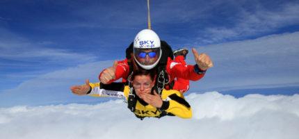 Skok spadochronowy w tandemie – podaruj go pod choinkę!