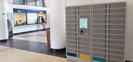 Wypożyczanie bez wizyty w bibliotece? Skorzystaj z książkomatu w poczekalni PKP