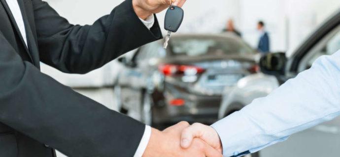Jakie zalety płyną z wypożyczenia samochodu bezpośrednio na lotnisku Modlin?