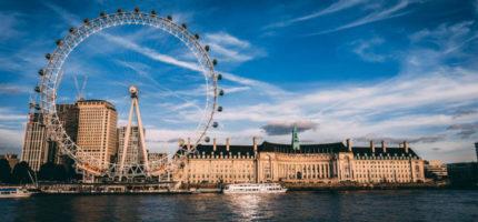 Chcesz spędzić święta z rodziną w Anglii – sprawdź, jak oszczędzić