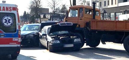 Zderzenie trzech pojazdów na Żyrardowskiej