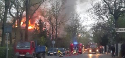 Pożar Willi Chimera w Milanówku. Pięć zastępów w akcji