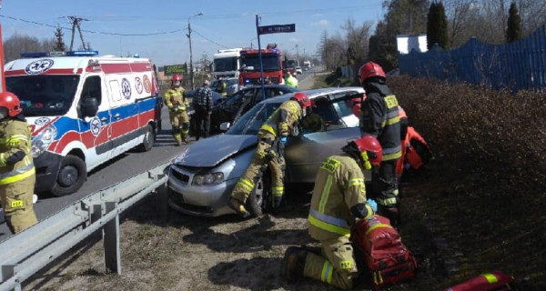 Zderzenie dwóch osobówek w Kozerkach, kierowca audi w szpitalu