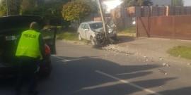 Kolizja w Grodzisku. Kierowca osobówki uderzył w słup [FOTO]