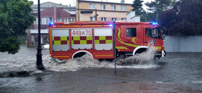 Ulewa w regionie. Strażacy mają coraz więcej zgłoszeń [FOTO/WIDEO]