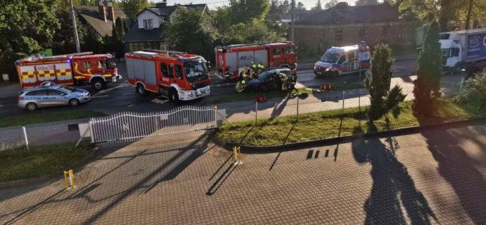 Groźny wypadek na Nadarzyńskiej. Droga zablokowana [FOTO]
