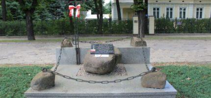 Upamiętnią oficerów AK zamordowanych w Milanówku