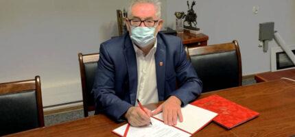 Umowa na budowę oświetlenia podpisana