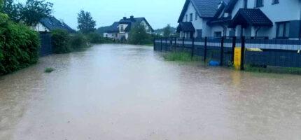 Deszczówka zalewa mieszkańców