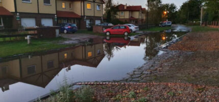 """Mieszkańcy nie chcą """"jeziora"""" na ul. Sumakowej"""